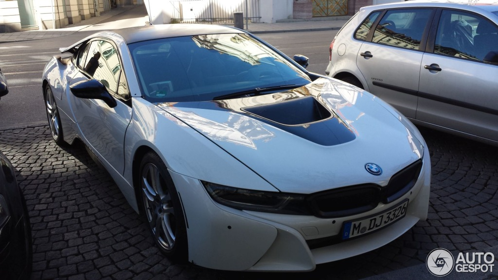 Crystal White BMW I8