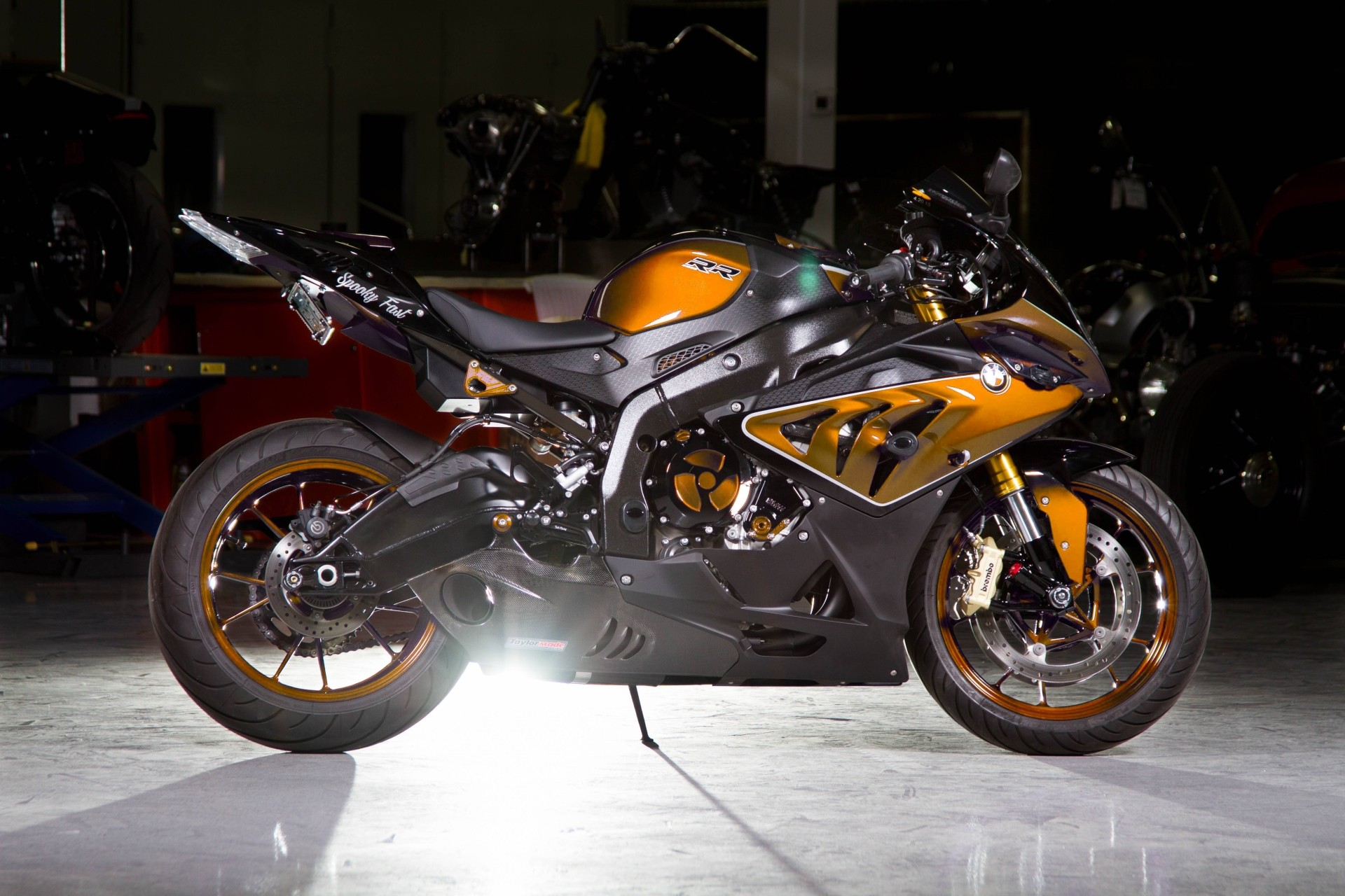 Custom-Paint BMW S1000RR Looks Painfully Awesome ...