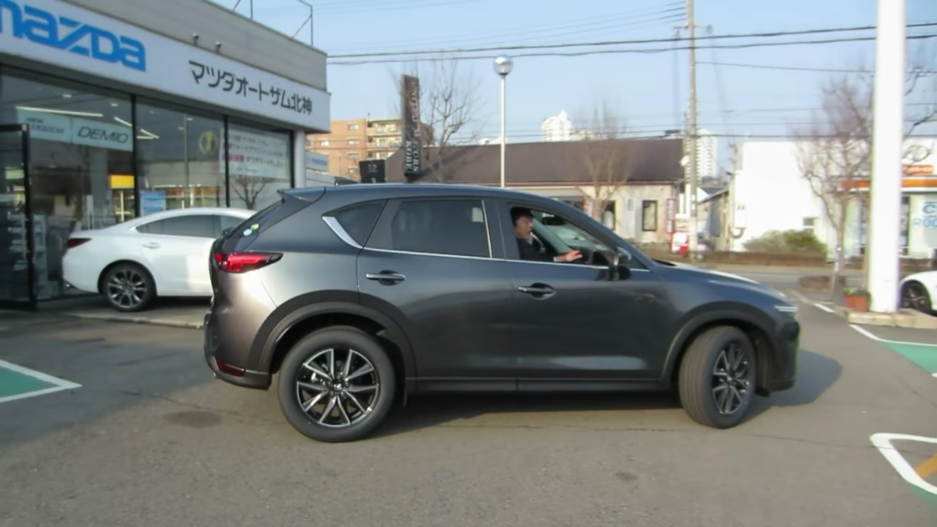 2017 Mazda Cx 5 Starts Rolling Into Japanese Dealer