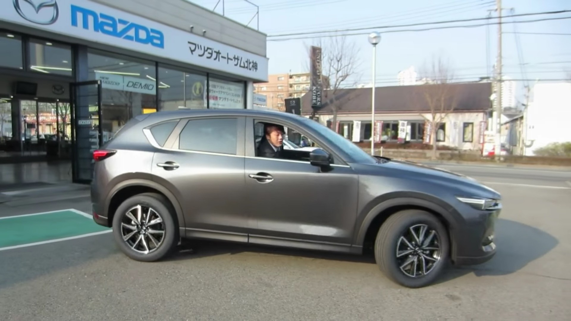 https://s1.cdn.autoevolution.com/images/news/gallery/cx-5-japanese-dealers_5.jpg