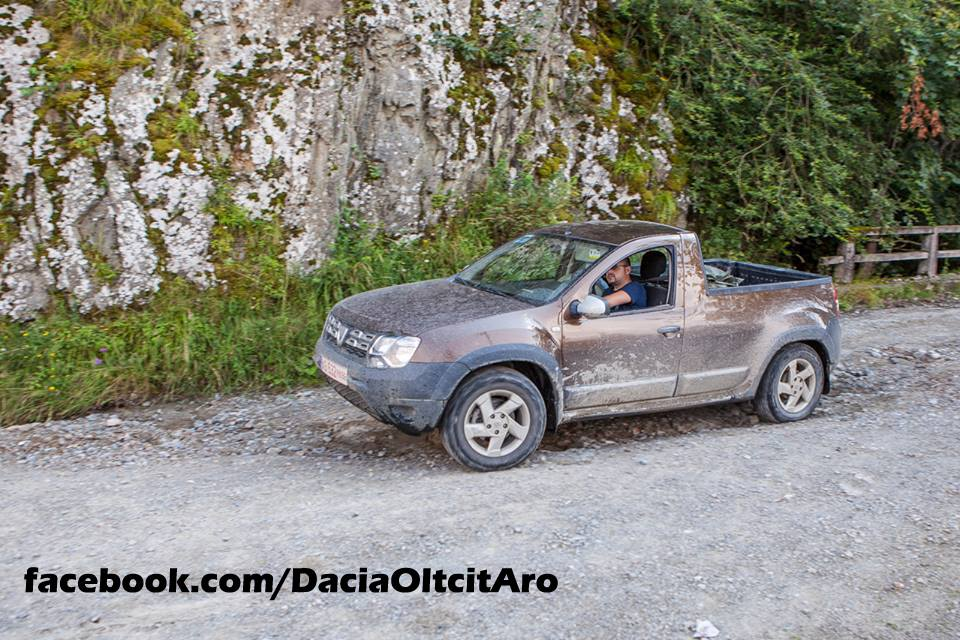 dacia duster 2 door pick up prototype spied in romania autoevolution. Black Bedroom Furniture Sets. Home Design Ideas