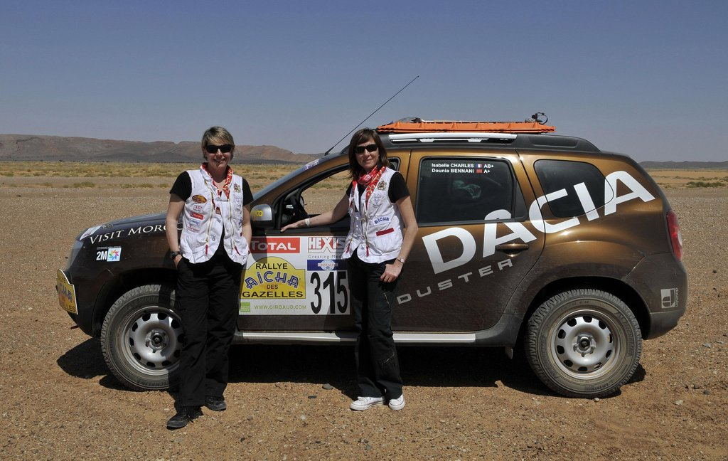 dacia duster claims victory in the rallye aicha des gazelles autoevolution. Black Bedroom Furniture Sets. Home Design Ideas