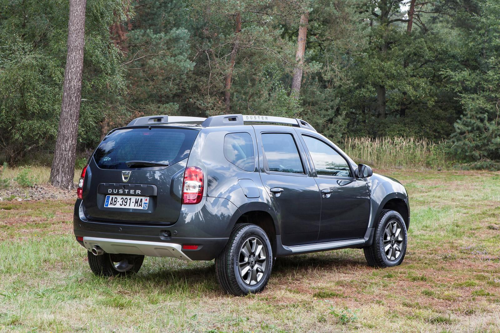dacia duster facelift fully revealed ahead of frankfurt. Black Bedroom Furniture Sets. Home Design Ideas