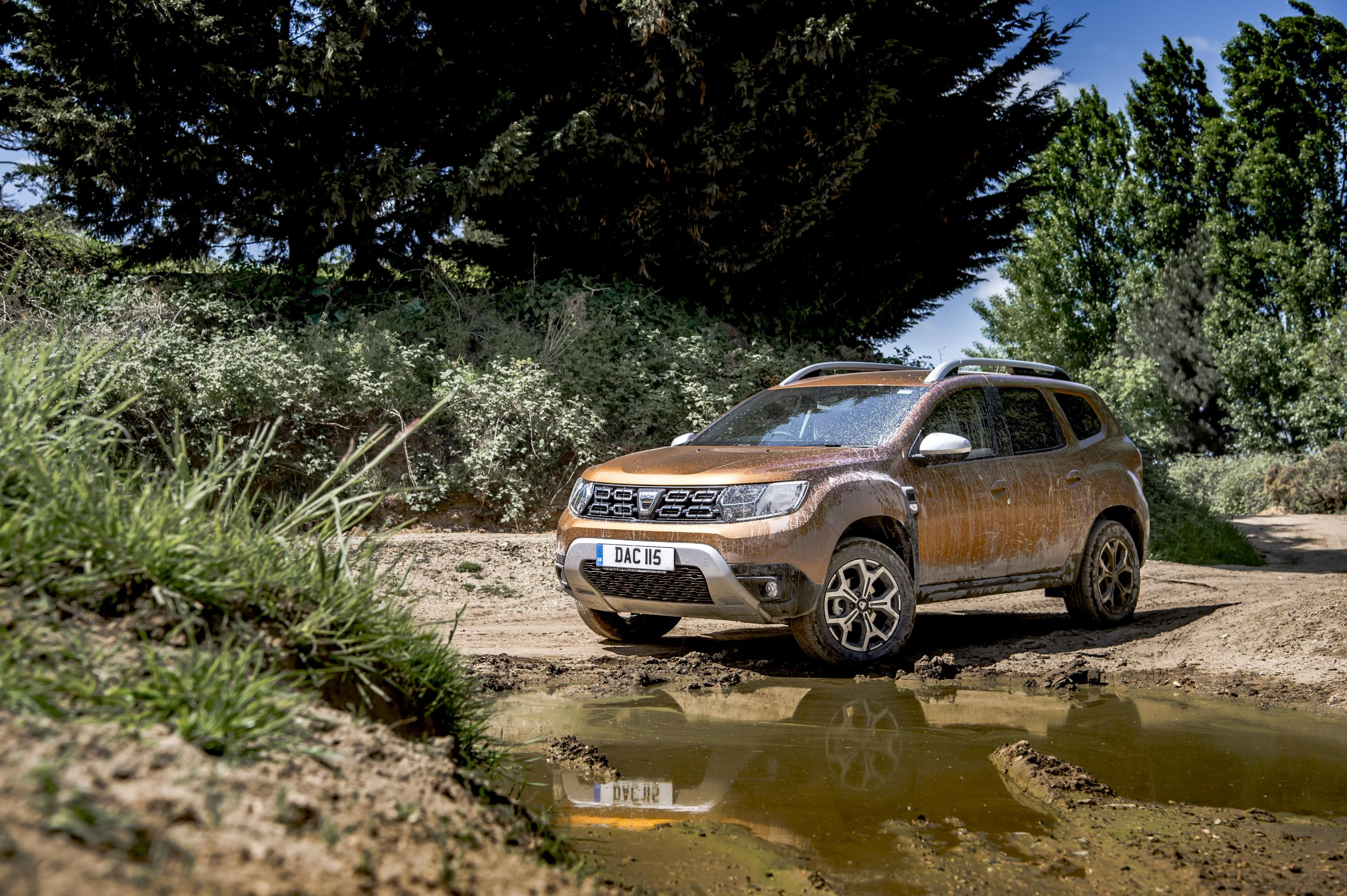 dacia duster gets blue dci 115 4x4 engine in the uk for 15 695 autoevolution. Black Bedroom Furniture Sets. Home Design Ideas