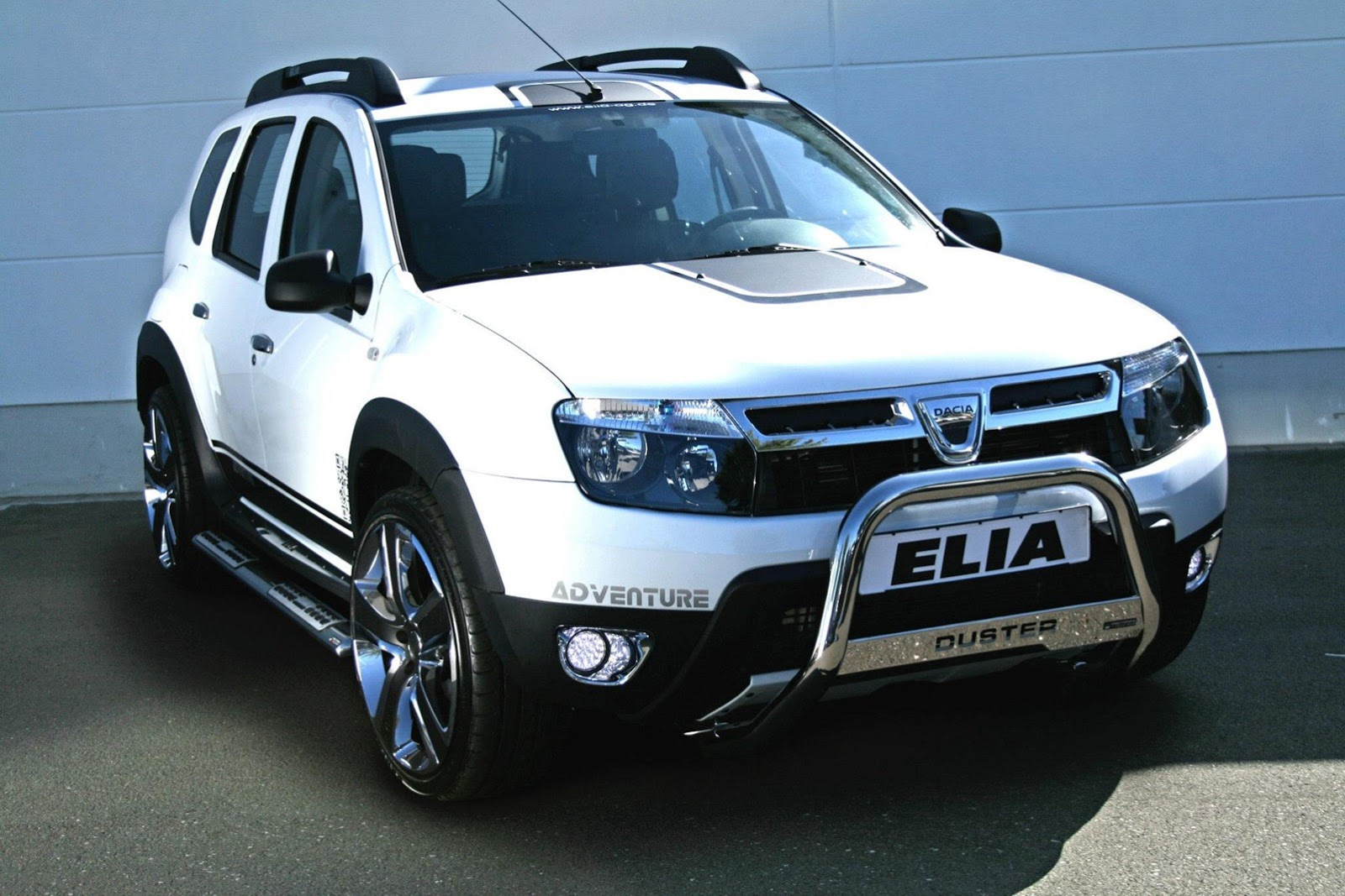 Dacia duster gets stormtrooper makeover from tuner elia for Interieur nouveau duster