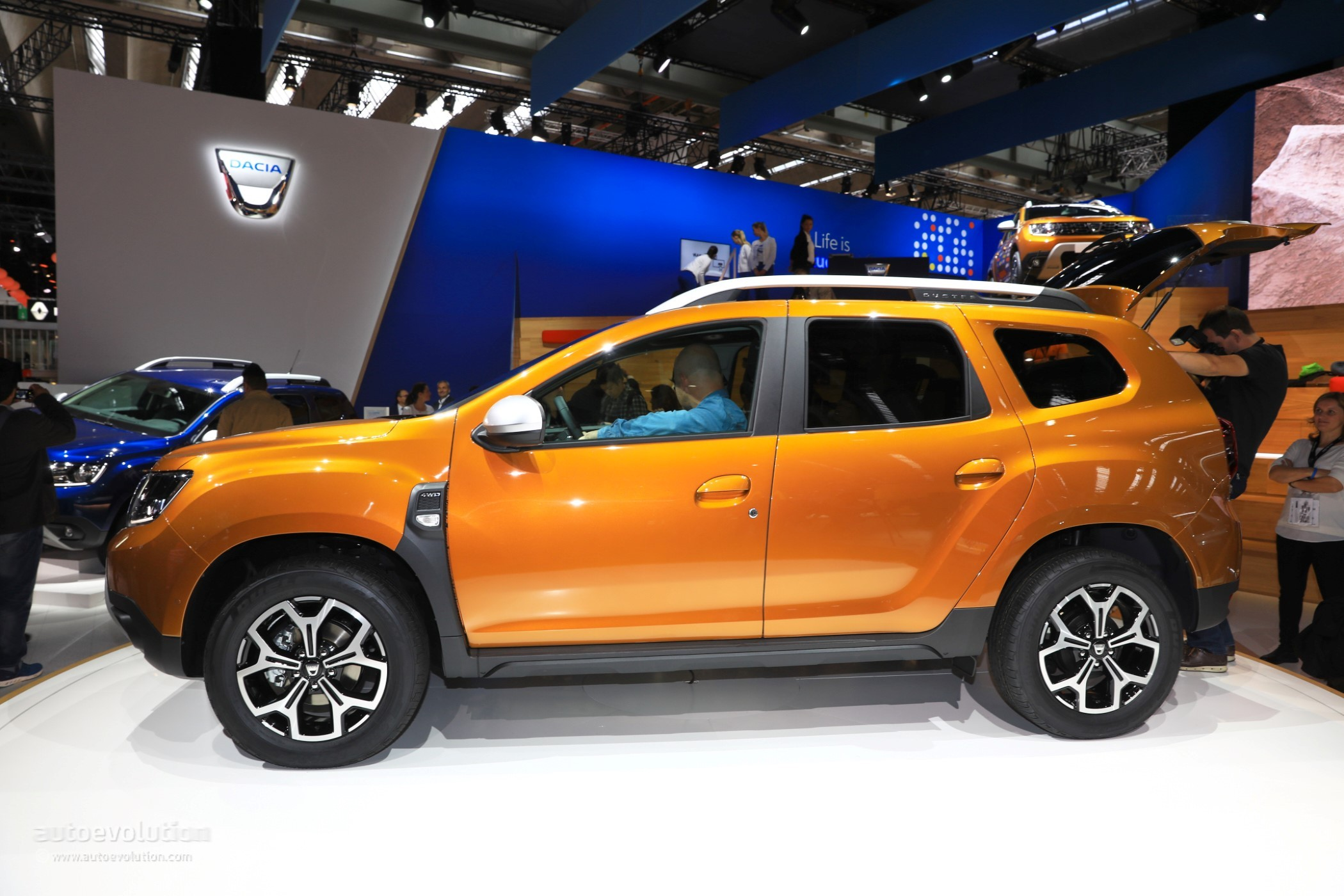 2018 dacia duster 2 is probably the cheapest compact crossover in frankfurt. Black Bedroom Furniture Sets. Home Design Ideas