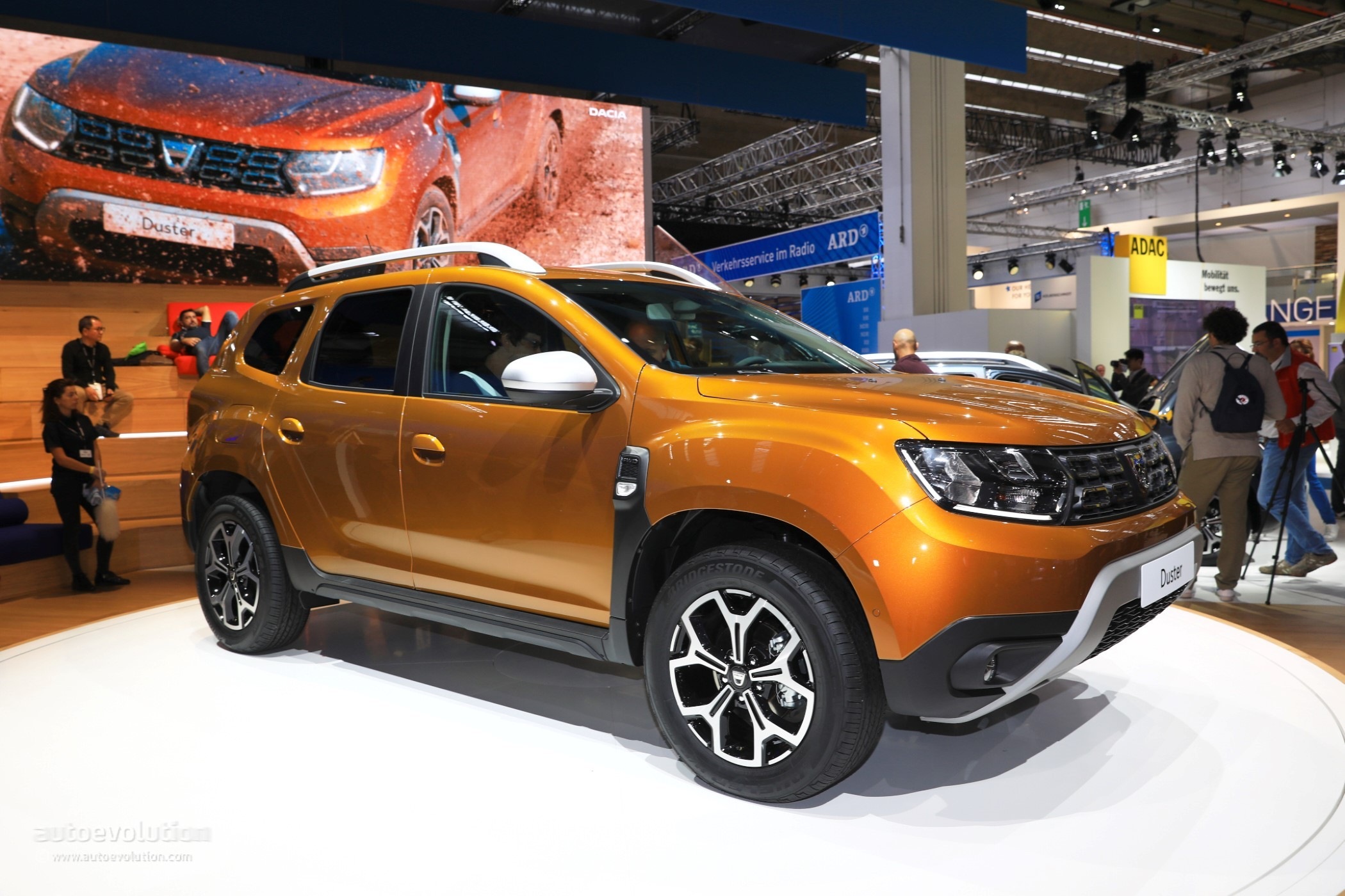 2018 dacia duster 2 is probably the cheapest compact crossover in frankfurt autoevolution. Black Bedroom Furniture Sets. Home Design Ideas