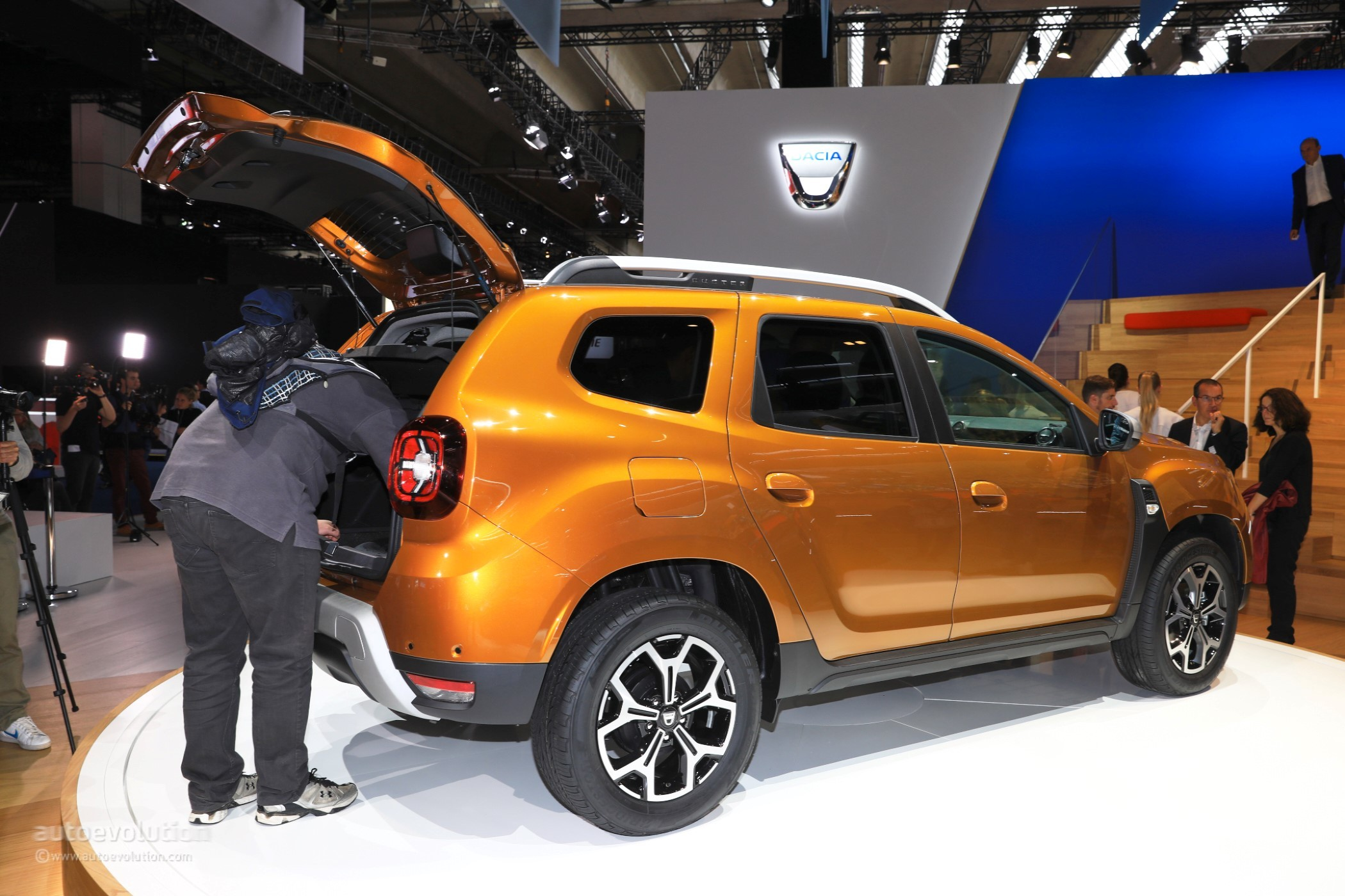 dacia uk announces new duster pricing still the cheapest suv on sale autoevolution. Black Bedroom Furniture Sets. Home Design Ideas