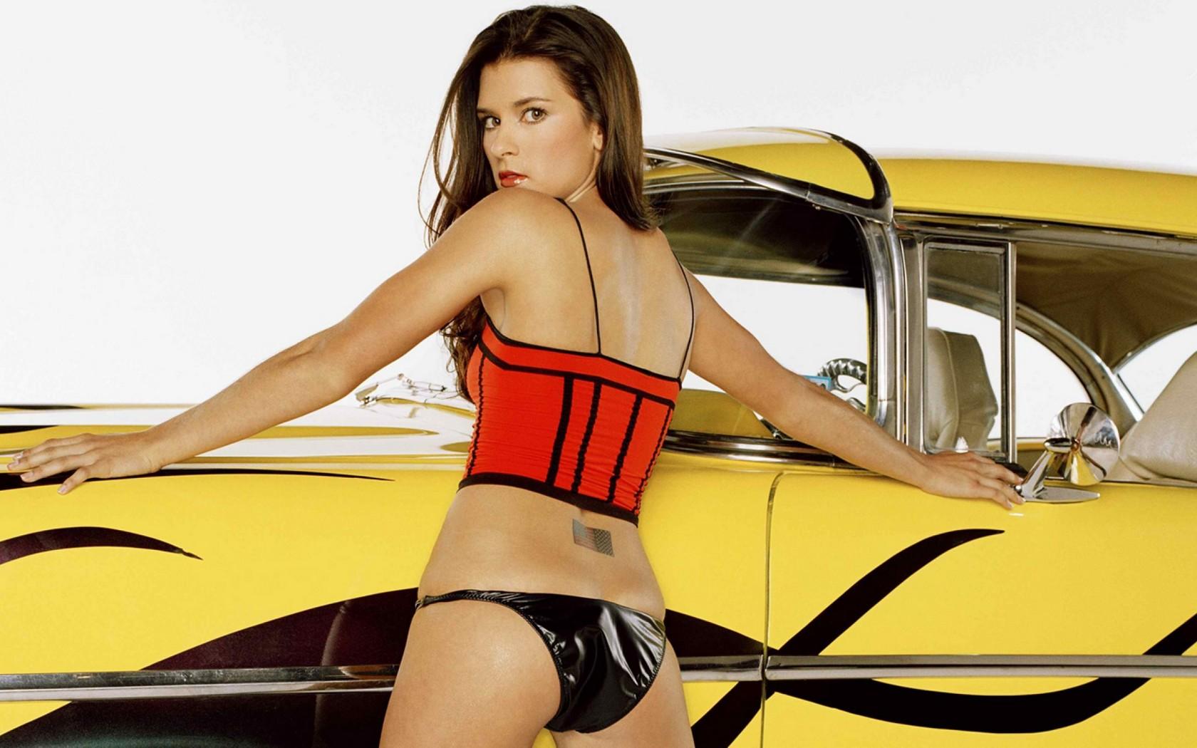 Danica Patrick Rides Can-Am Spyder at Long Beach IMS - autoevolution