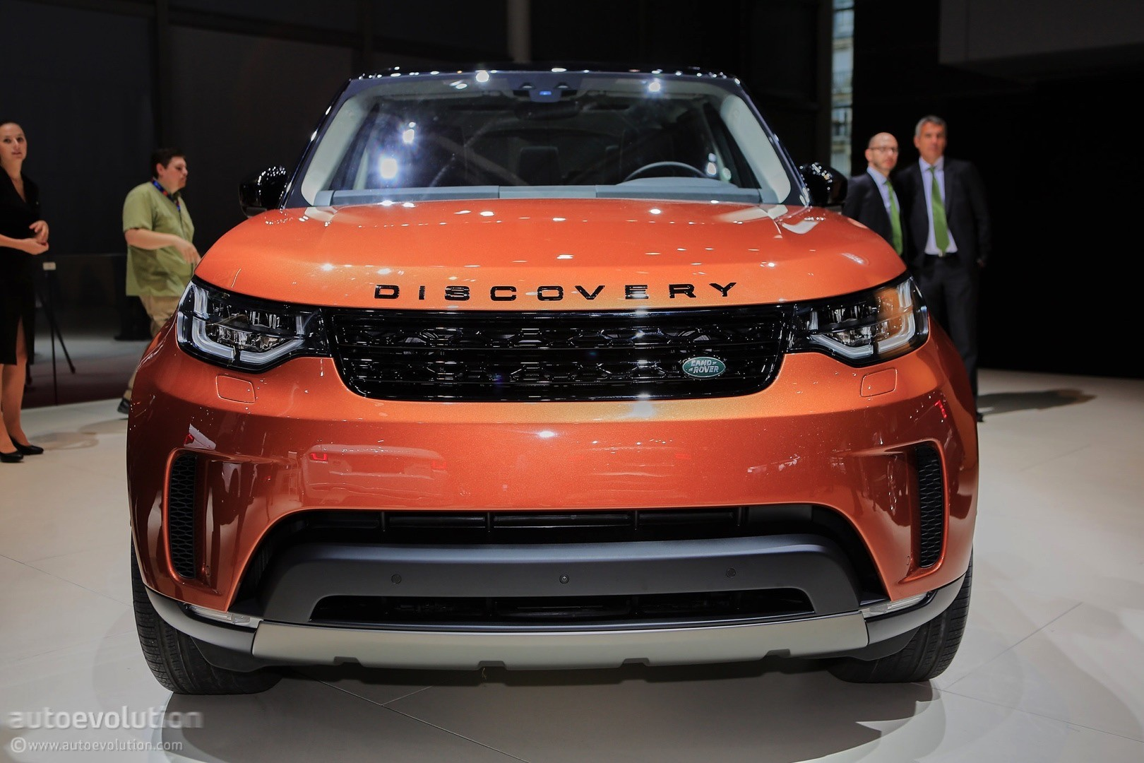 discovery svx incoming land rover stands true to its off road roots autoevolution. Black Bedroom Furniture Sets. Home Design Ideas