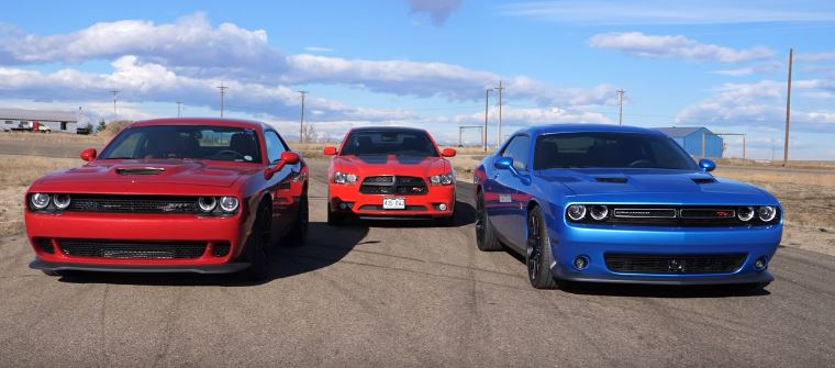 Dodge Challenger Hellcat vs. Supercharged AWD Charger Drag Race Is a ...