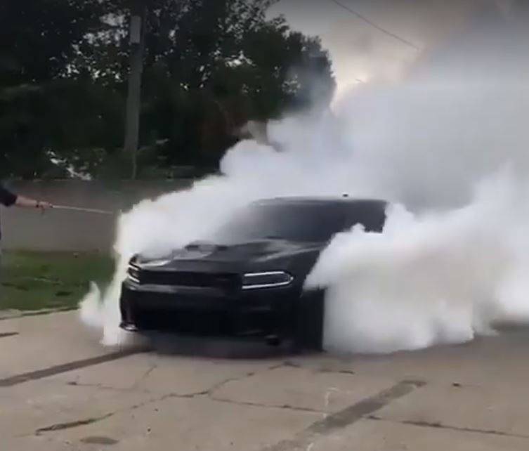 Doge Charger 2017 >> Dodge Charger Hellcat Doing a Fake AWD Burnout Is Murrican Awesomeness - autoevolution