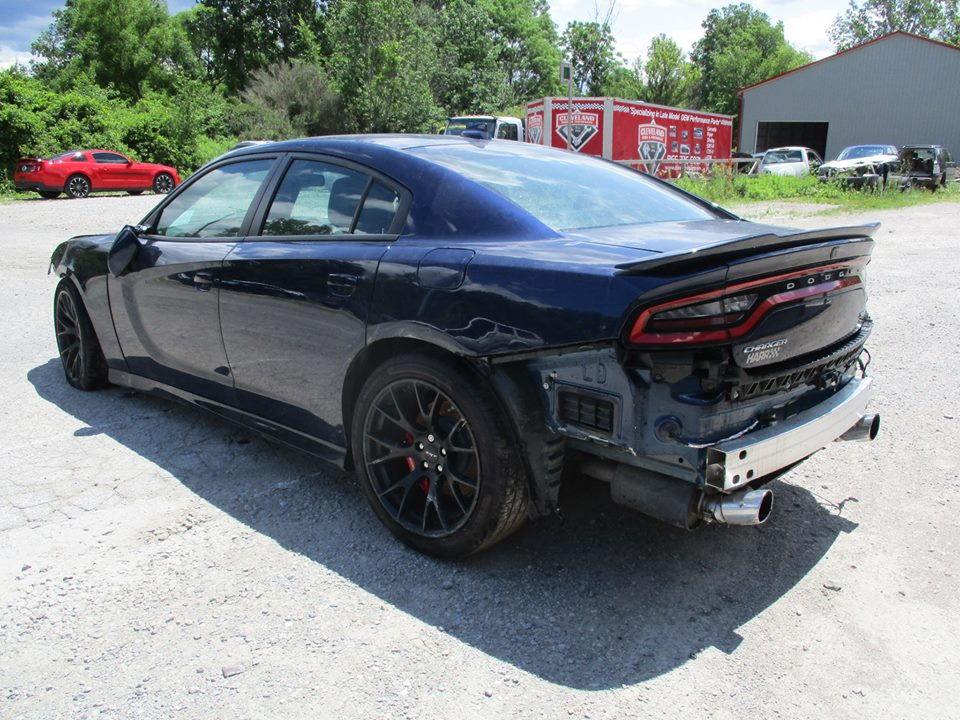 dodge charger hellcat gets totaled after just 3 000 miles wreck now up for sale autoevolution. Black Bedroom Furniture Sets. Home Design Ideas
