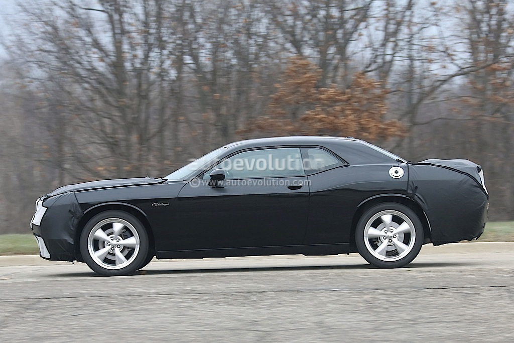 dodge preps eight speed auto and reworked v8s for 2015 challenger autoevolution. Black Bedroom Furniture Sets. Home Design Ideas