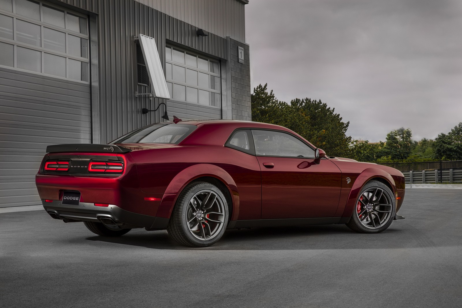 dodge reveals 2018 challenger srt hellcat widebody with demon inspired look autoevolution. Black Bedroom Furniture Sets. Home Design Ideas