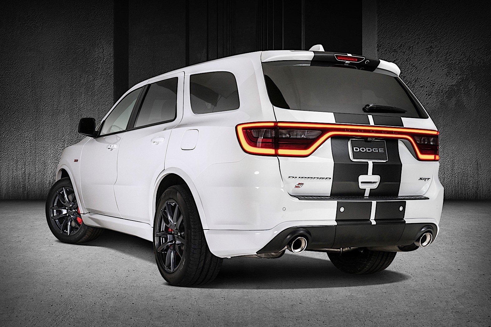 dodge spruces up the durango with gt exclusive rallye. Black Bedroom Furniture Sets. Home Design Ideas