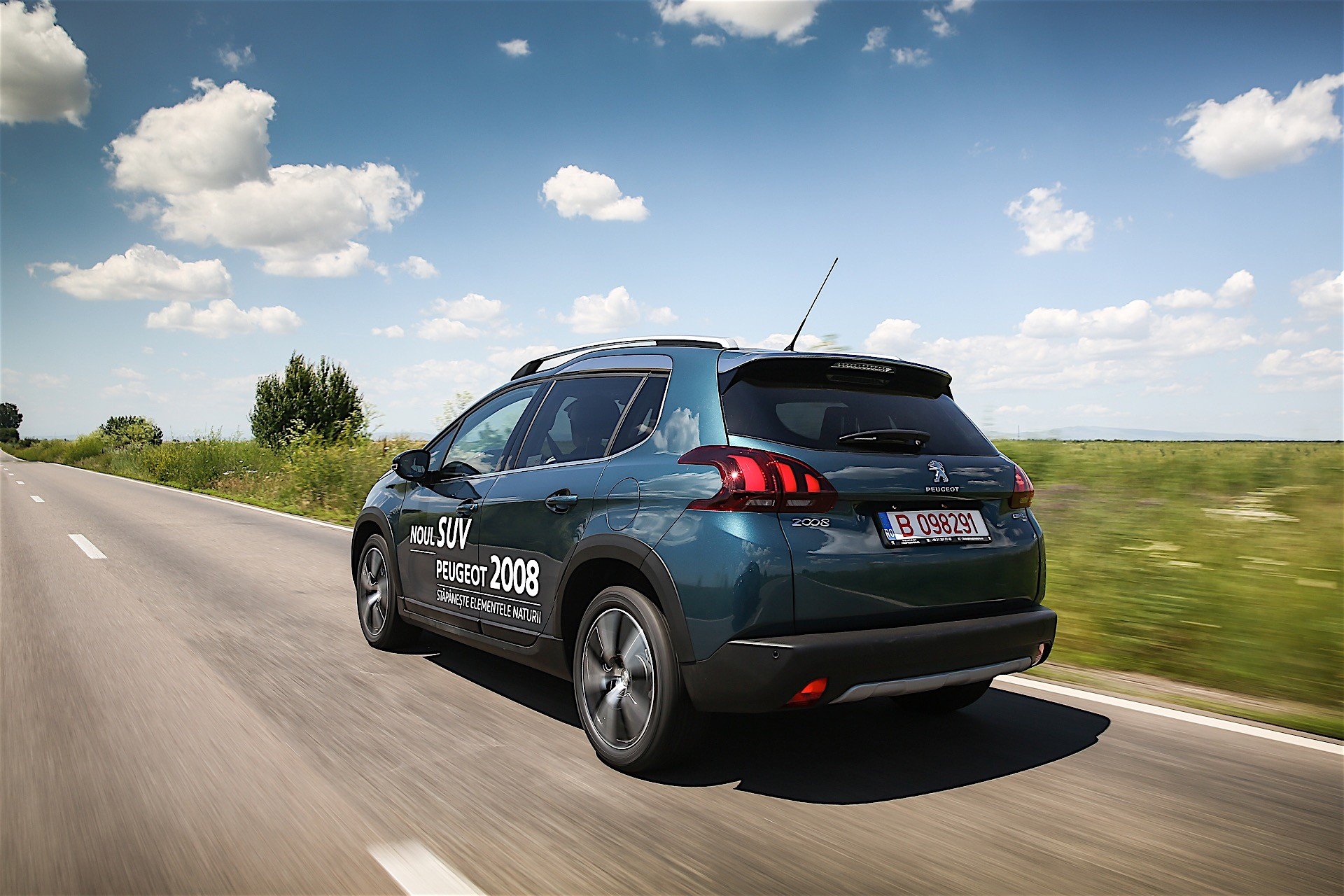 peugeot 2008 crossover receives 1 300 preorders in uk autoevolution. Black Bedroom Furniture Sets. Home Design Ideas
