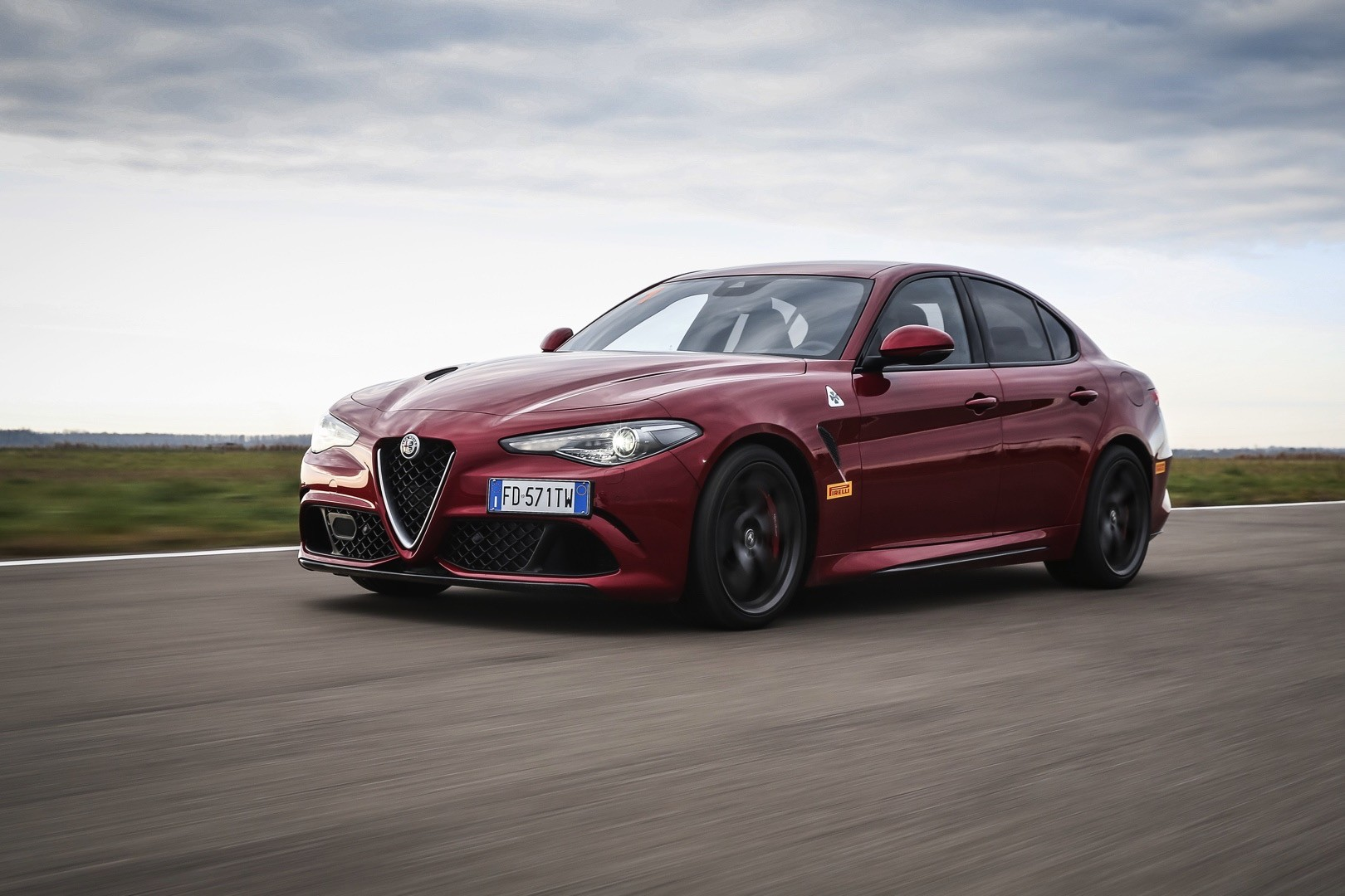 driven 2017 alfa romeo giulia quadrifoglio track test autoevolution. Black Bedroom Furniture Sets. Home Design Ideas