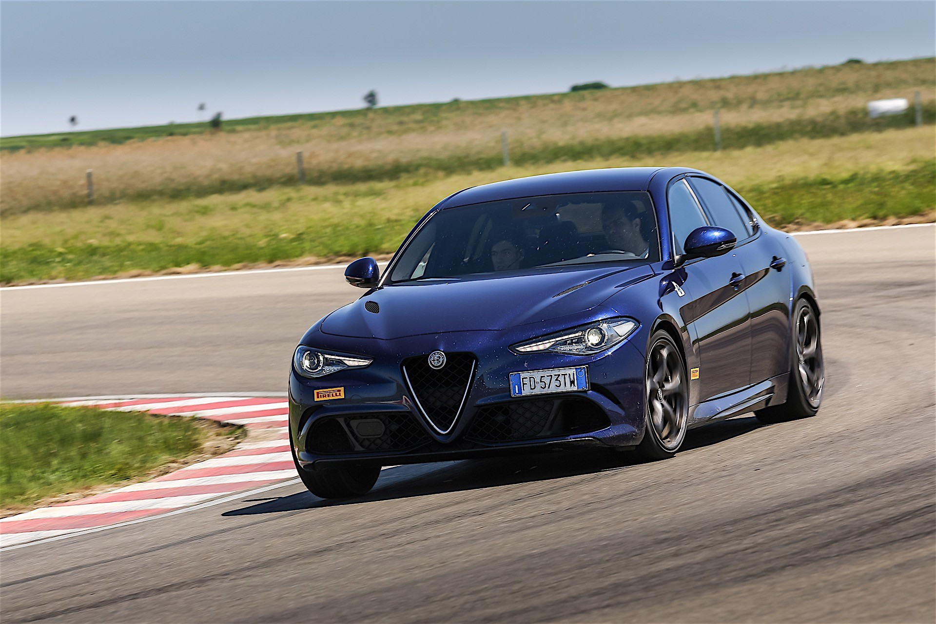driven alfa romeo stelvio meets the giulia family on the track autoevolution. Black Bedroom Furniture Sets. Home Design Ideas