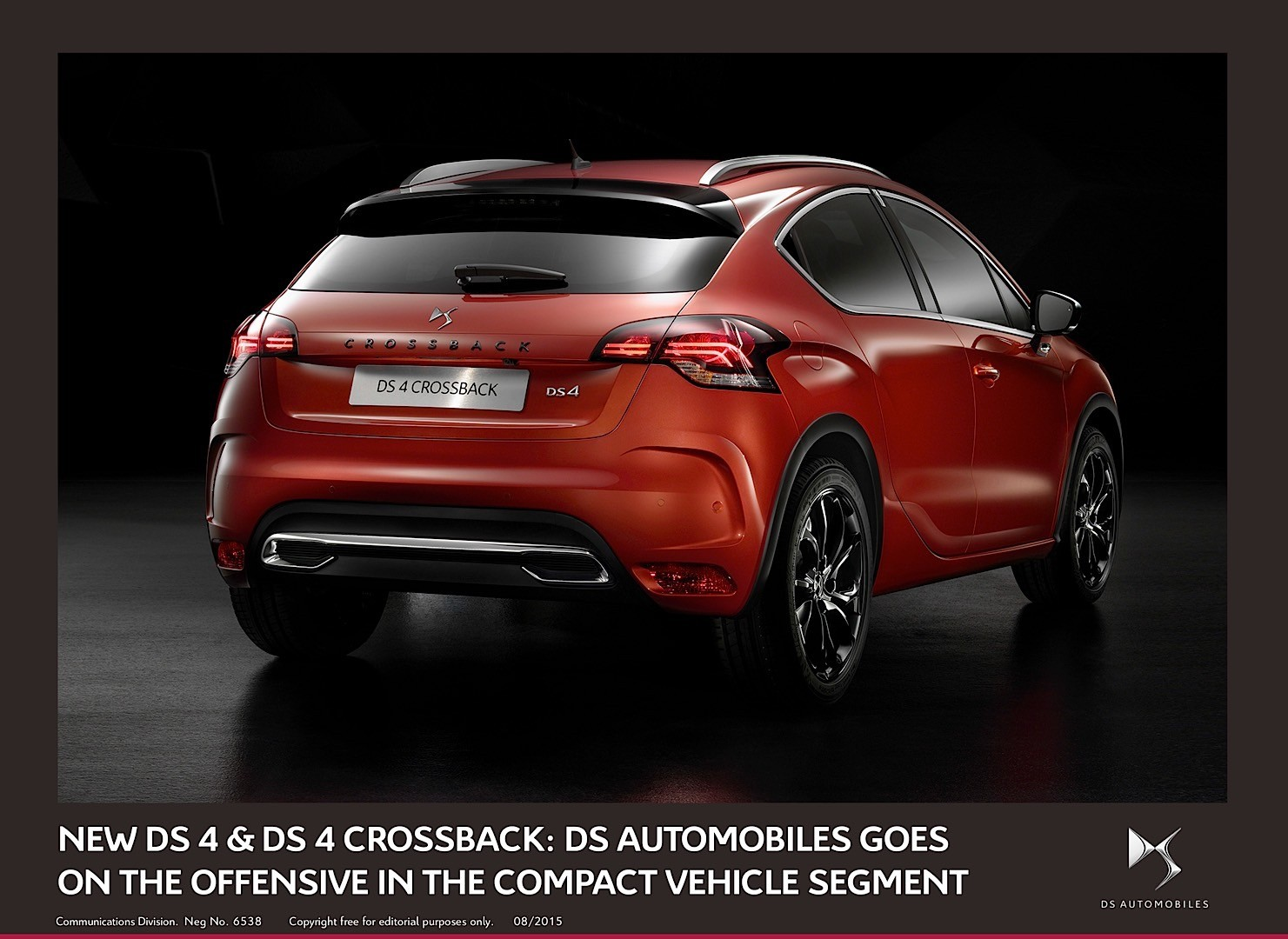 ds reveals facelifted ds4 and ds4 crossback we 39 ll see them in frankfurt autoevolution. Black Bedroom Furniture Sets. Home Design Ideas