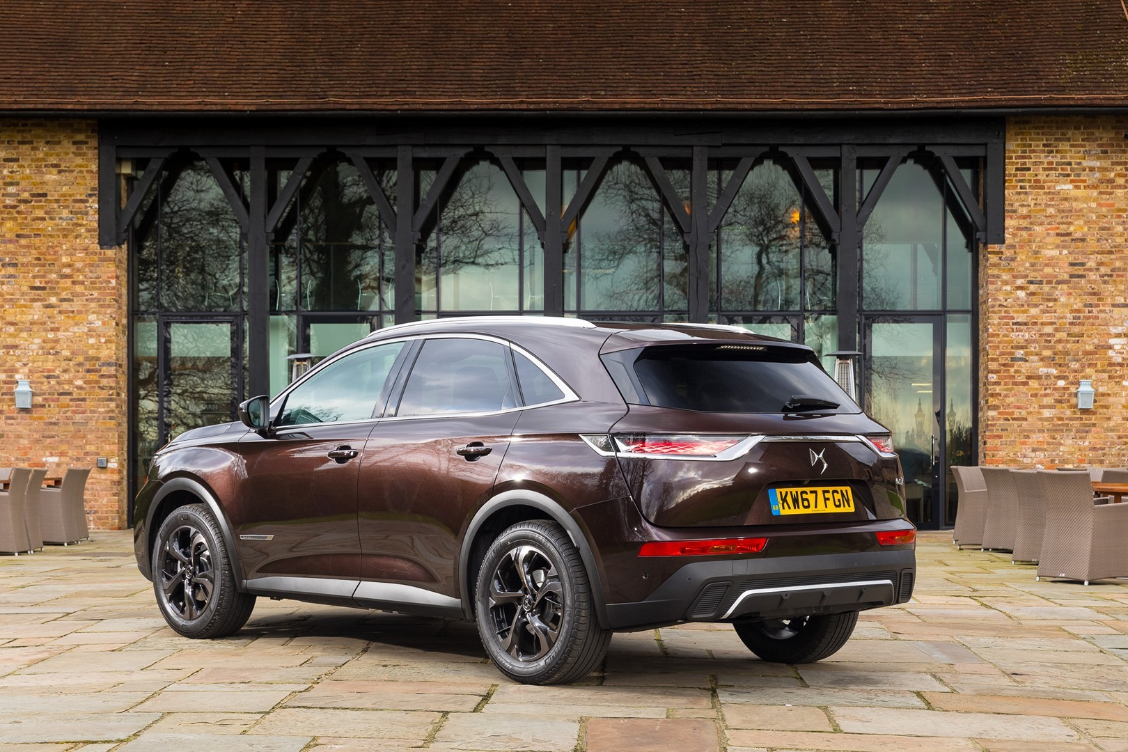 citroen ds hybrid html with Ds7 Crossback Arrives In Britain Shows Every Toy In Full Photo Gallery 123337 on Citroen Wild Rubis in addition Citroen Ds4 Hybrid 2012 Id 6647 furthermore 191002 citroen ds5 hybrid4 additionally Citroen Ds5 Precios En Espana as well Harley Davidson Fat Boy.