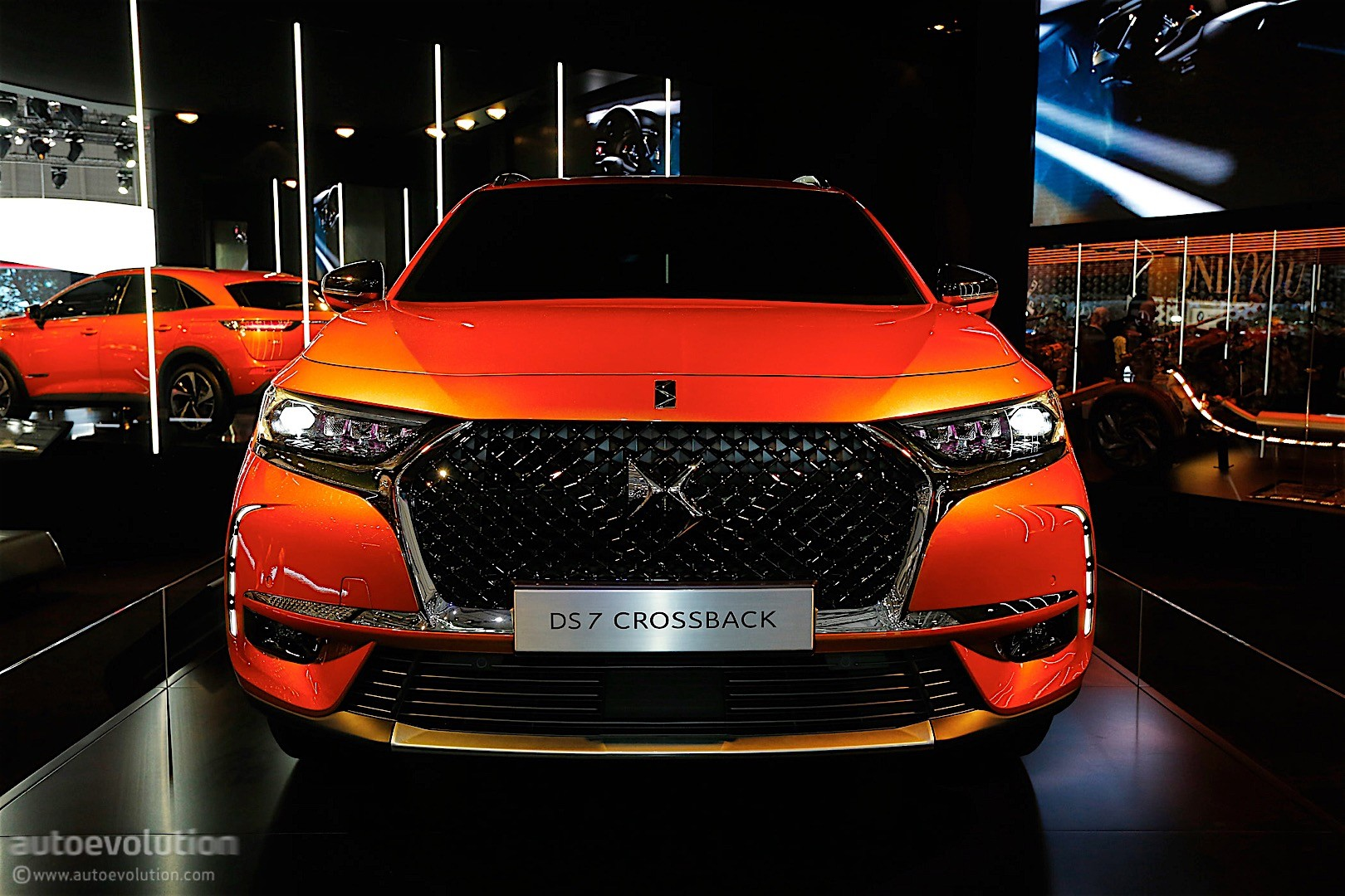 ds7 crossback shines in geneva it can have up to 225 hp autoevolution. Black Bedroom Furniture Sets. Home Design Ideas