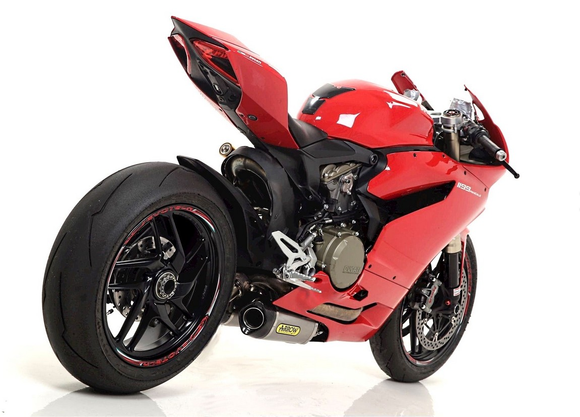 ducati 899 panigale and 1199 panigale receive racey arrow exhausts