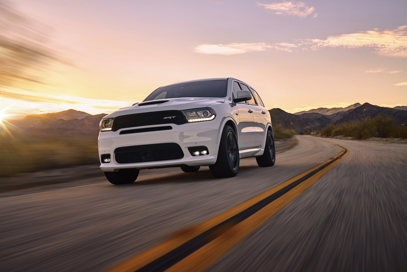 2018 dodge durango srt is america s quickest three row suv autoevolution. Black Bedroom Furniture Sets. Home Design Ideas