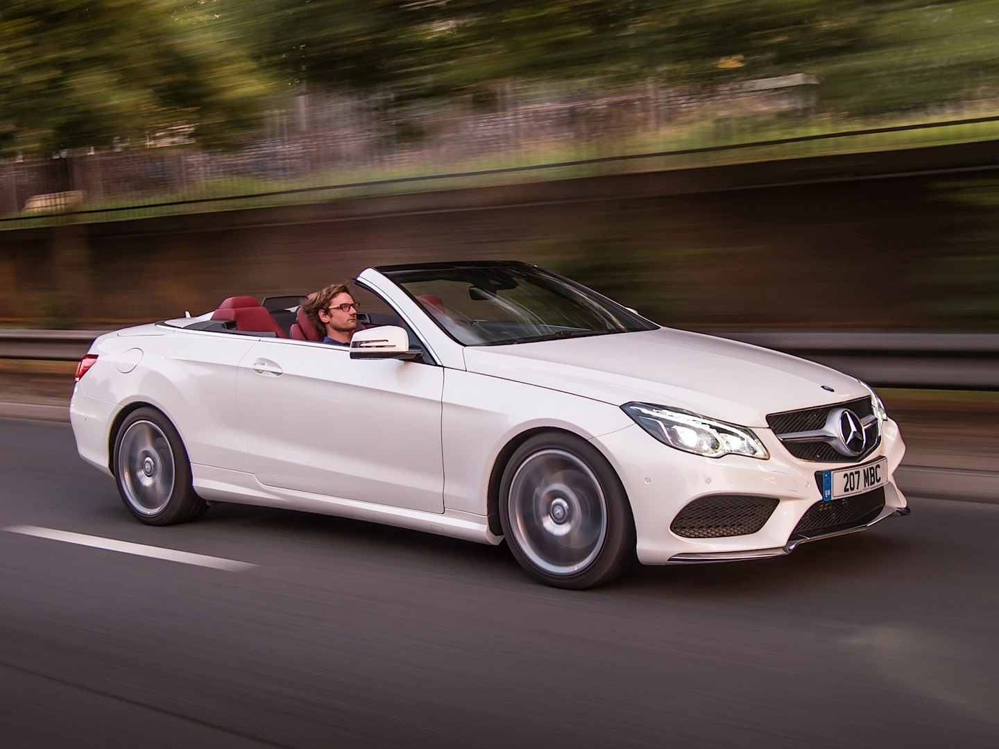 e 350 bluetec cabriolet gets reviewed by the telegraph photo gallery autoevolution. Black Bedroom Furniture Sets. Home Design Ideas
