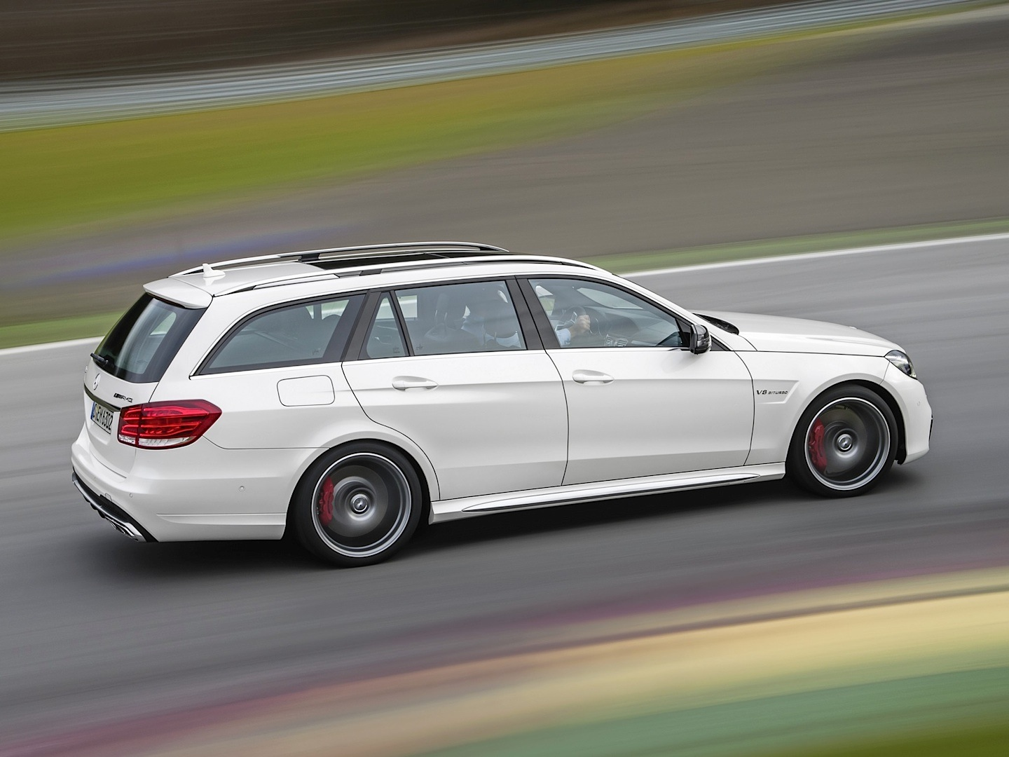 E 63 amg s model wagon gets tested by edmund 39 s autoevolution for Mercedes benz e wagon