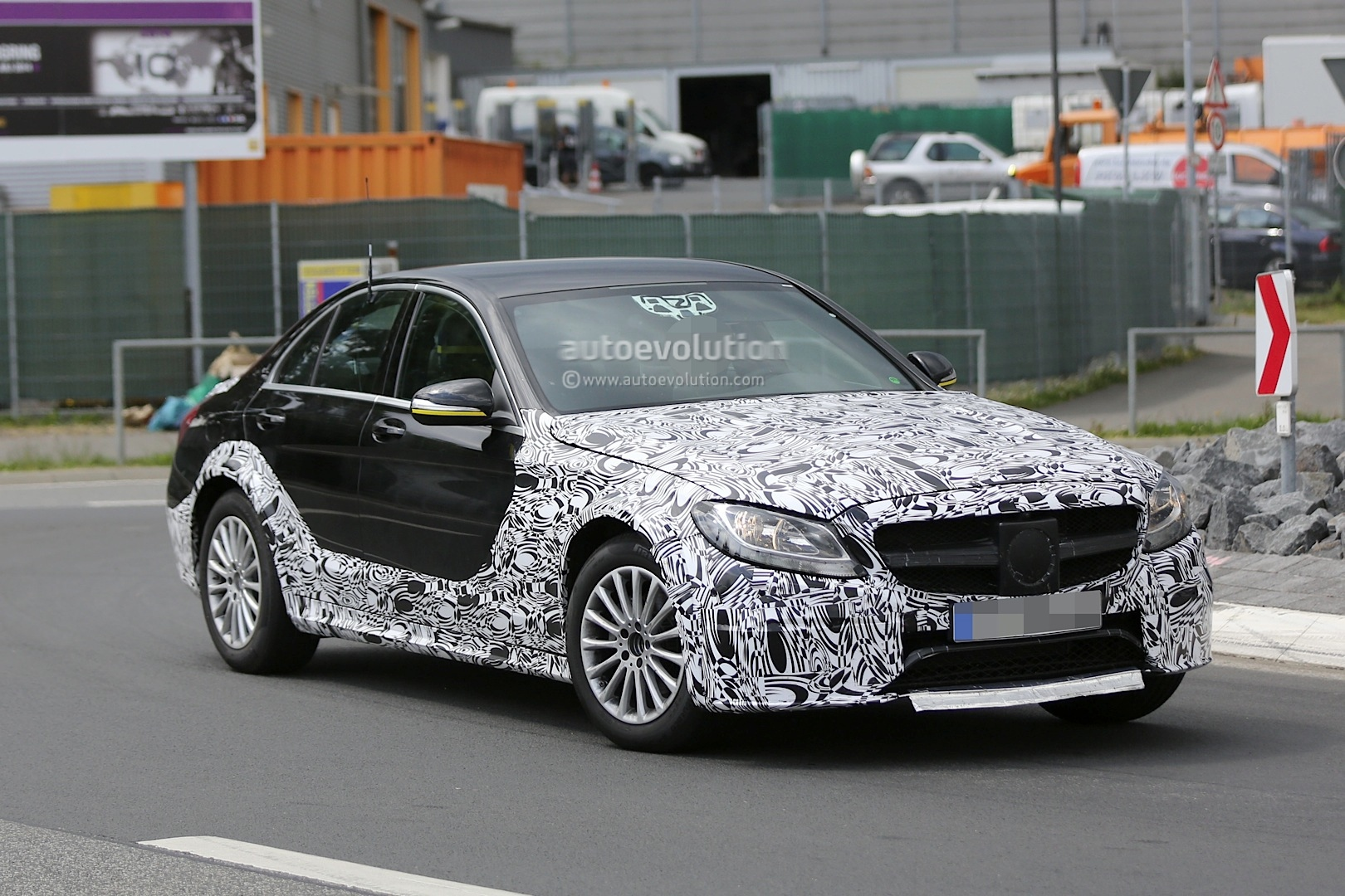 2016 - [Mercedes] Classe E [W213] - Page 2 E-class-w213-mule-based-on-current-c-class-spied-photo-gallery_3