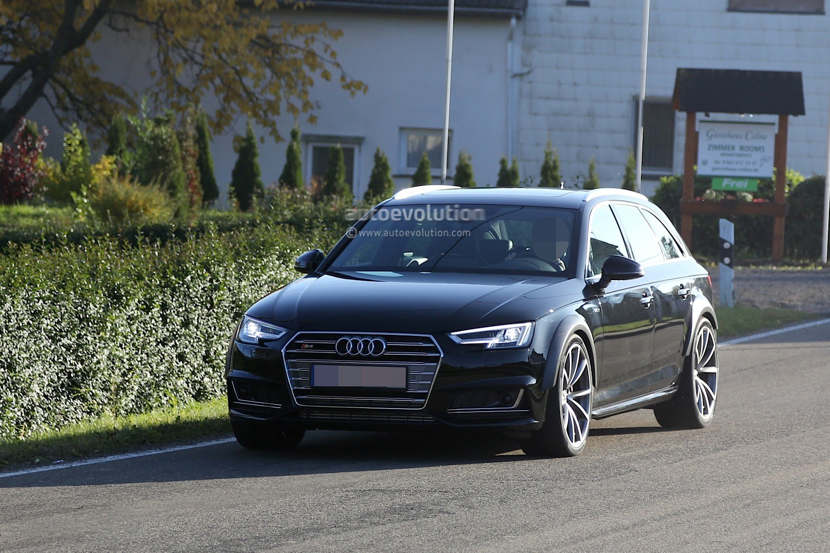 Yes, we know this car looks EXACTLY like the Audi S4 Avant shown in ...