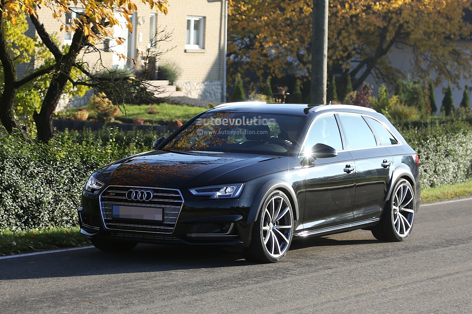 early 2018 audi rs4 avant chassis testing mule this could be it autoevolution. Black Bedroom Furniture Sets. Home Design Ideas