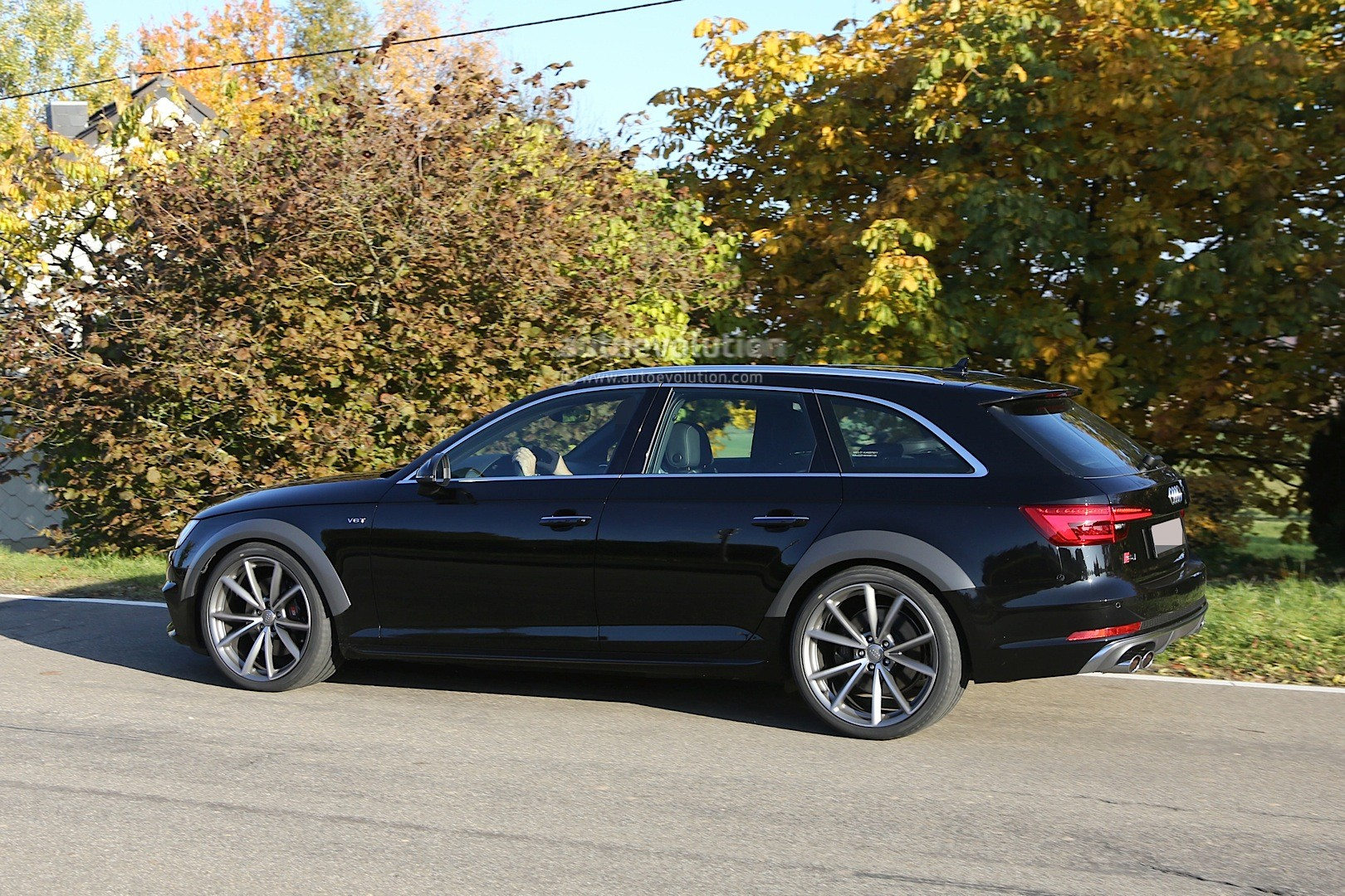 Audi Rs Q5 >> Early 2018 Audi RS4 Avant Chassis Testing Mule: This Could Be It - autoevolution