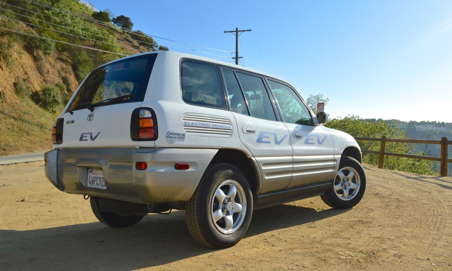 ed begley 39 s toyota rav4 ev is up for sale autoevolution. Black Bedroom Furniture Sets. Home Design Ideas