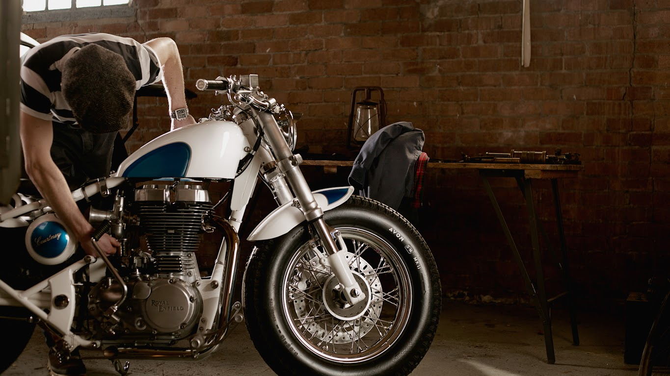 A B E together with Efi Old Empire Motorcycles Sweet Bullet Electra Photo Galleryvideo additionally O likewise Tanque Oleo Harley likewise H D R Roadster R Dtl Selle. on custom harley davidson bobber