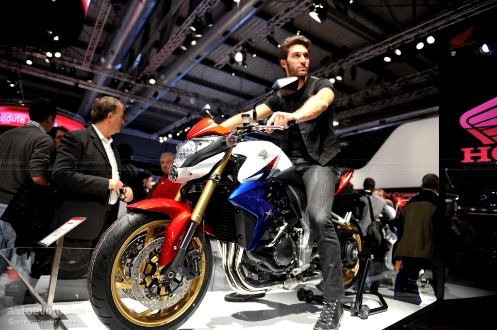 Eicma 2010 Honda Cb1000r Live Photos Autoevolution