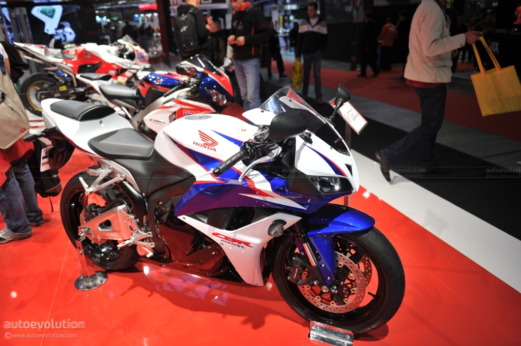 Eicma 2010 Honda Cbr New Colors Live Photos Autoevolution