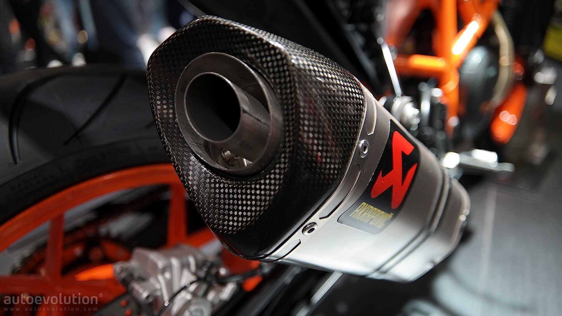 Eicma 2015 Ktm Duke 690 690r Get More Power Extra Goodies For 2016 Autoevolution