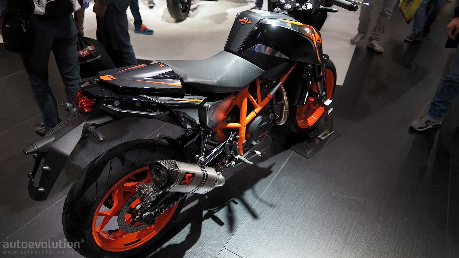 Eicma 2015 Ktm Duke 690 690r Get More Power Extra