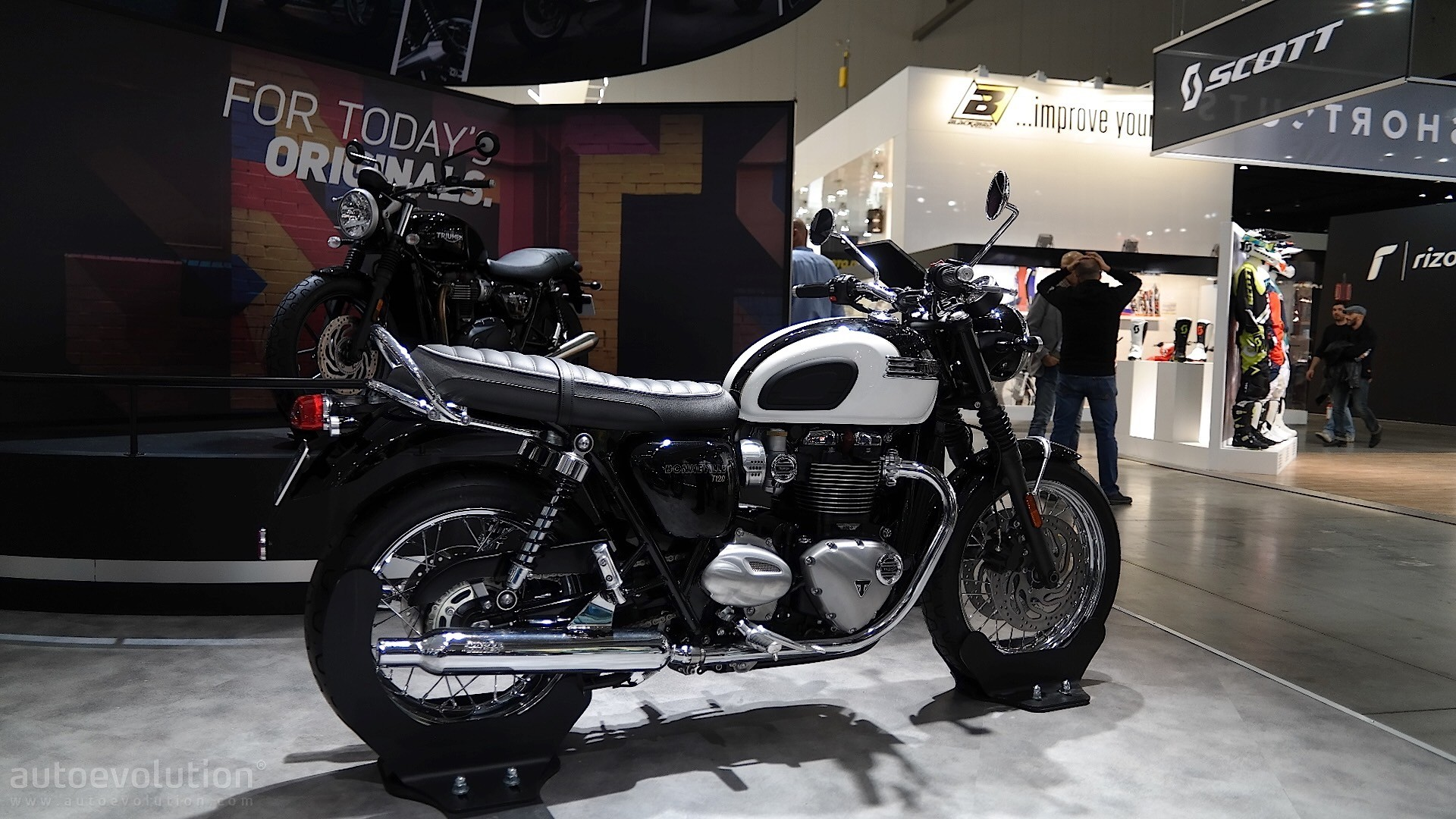 EICMA 2015: Triumph Bonneville T120 and T120 Black Mean ...