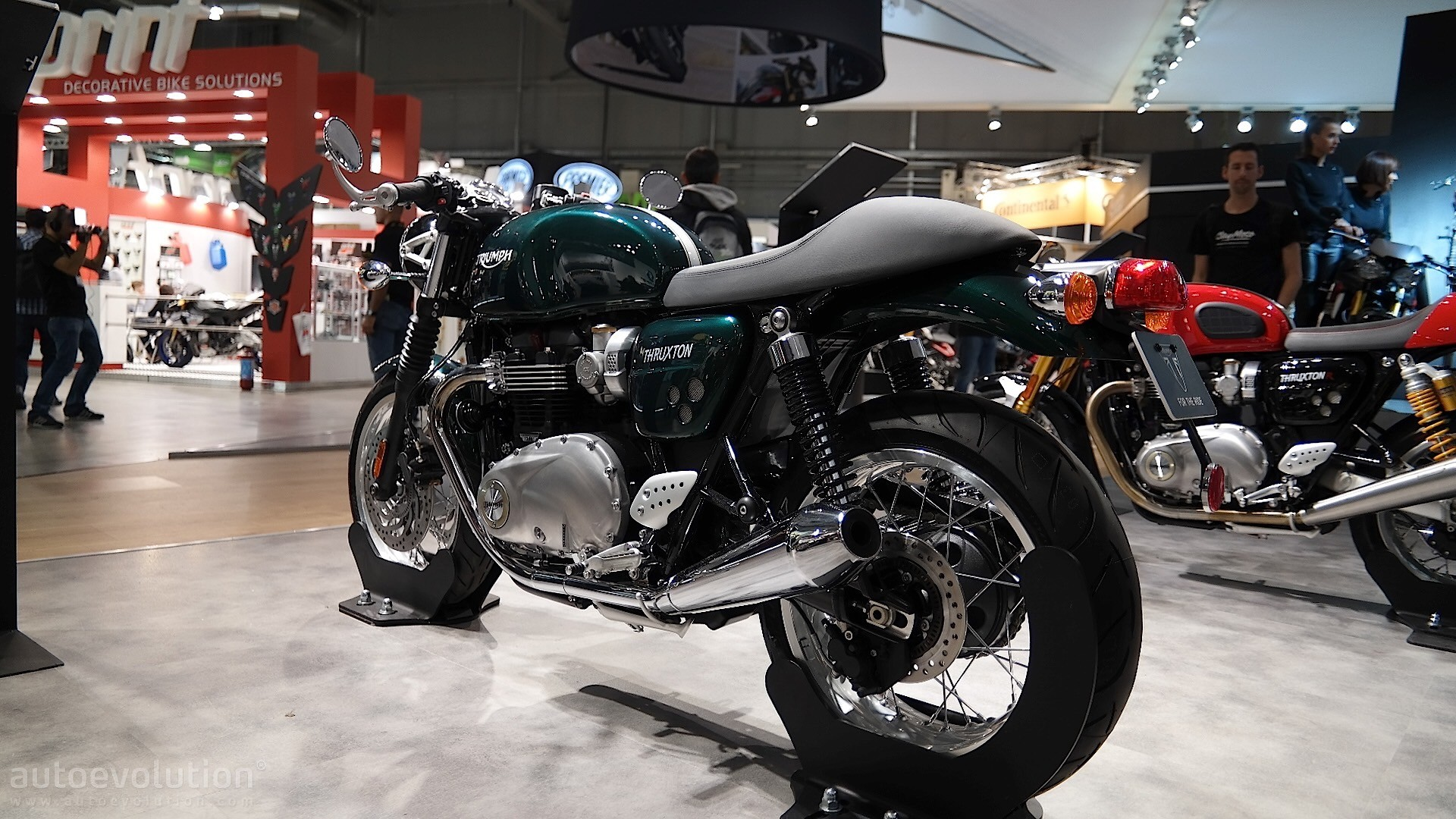Eicma 2015 Triumph Thruxton And Thruxton R Look Sharp And