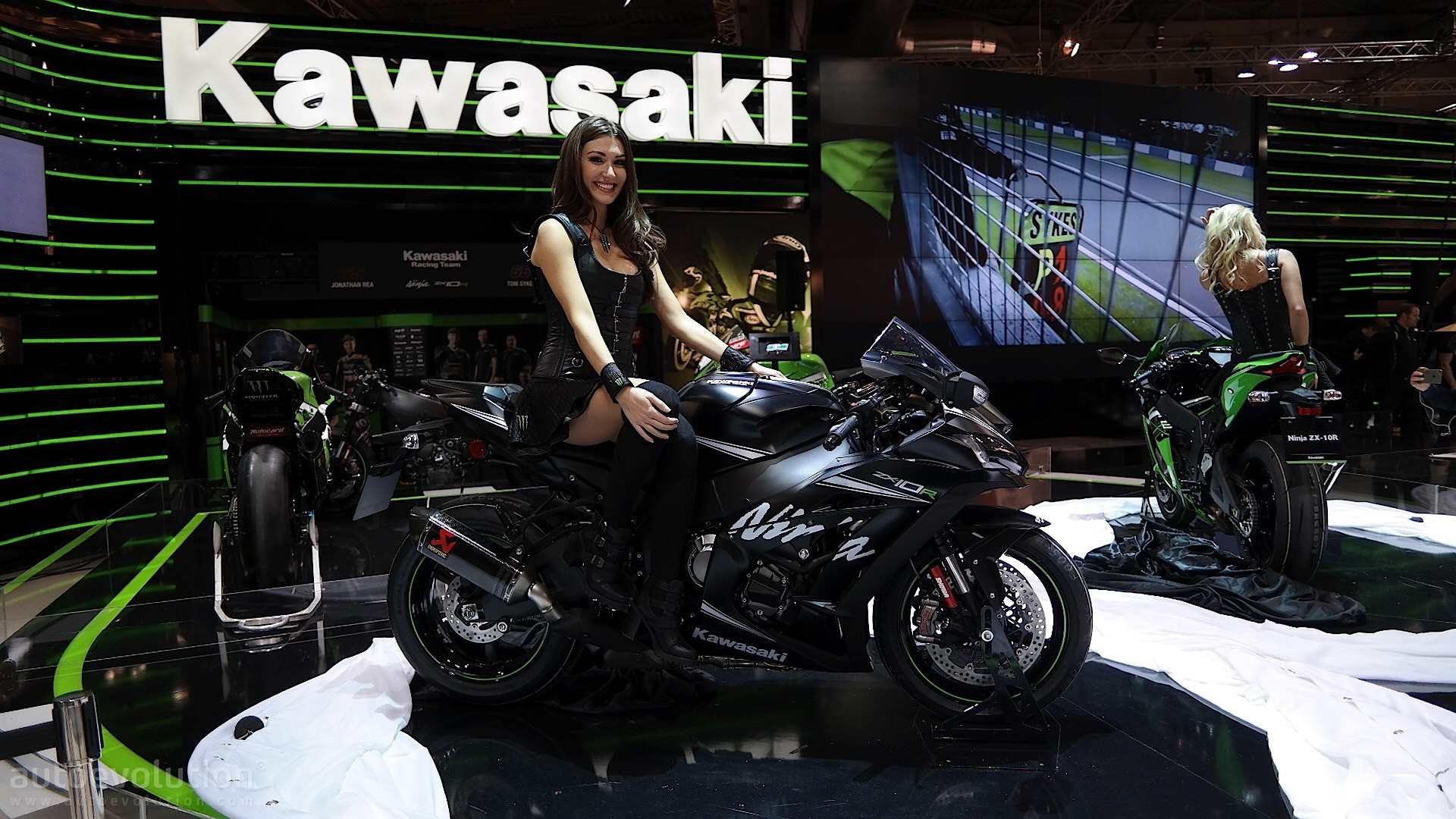 Eicma 2016 Kawasaki Ninja Zx 10r And Krt Replica Pack 210