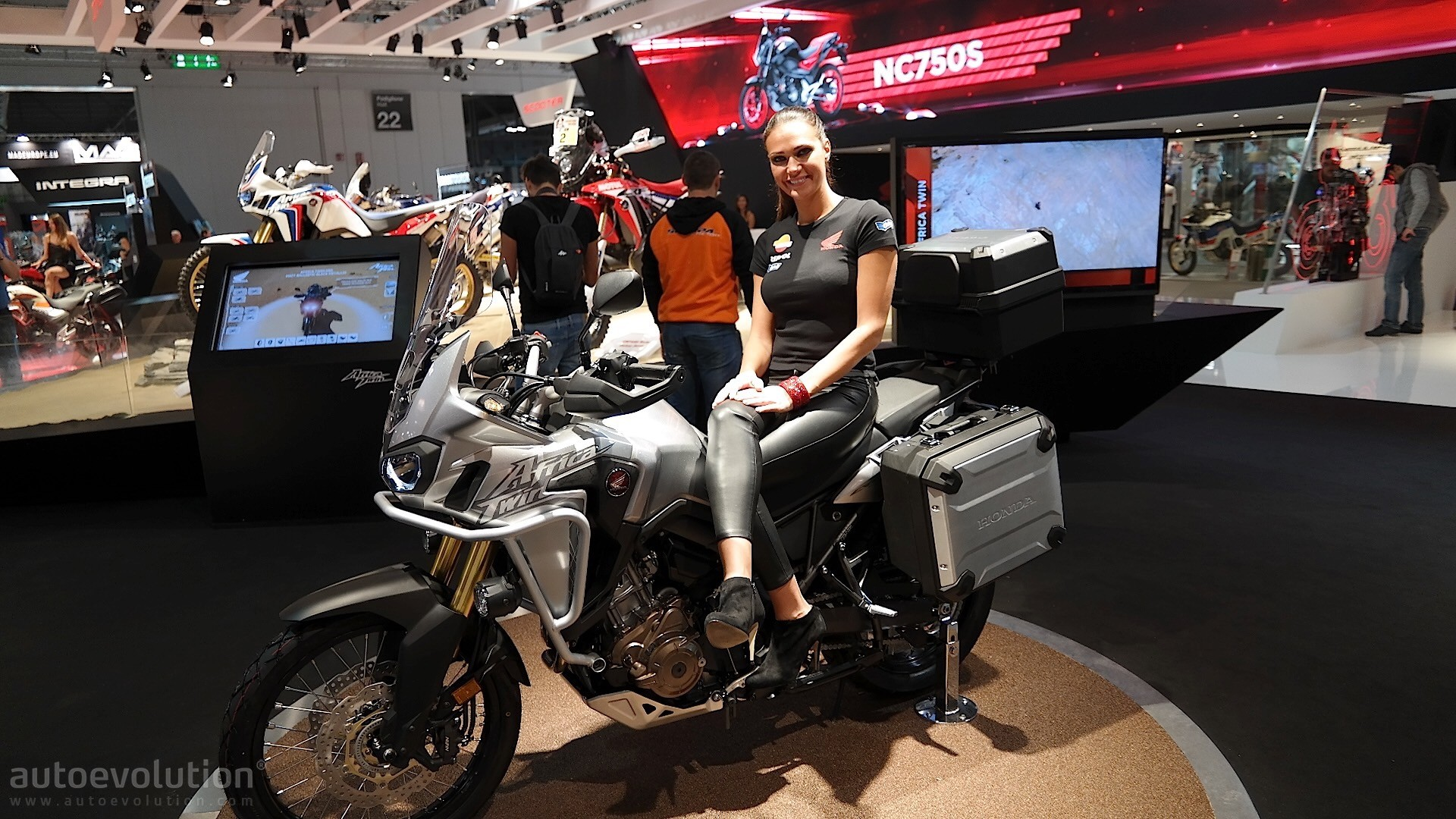 Eicma 2015 New Honda Africa Twin In The Flesh Autoevolution