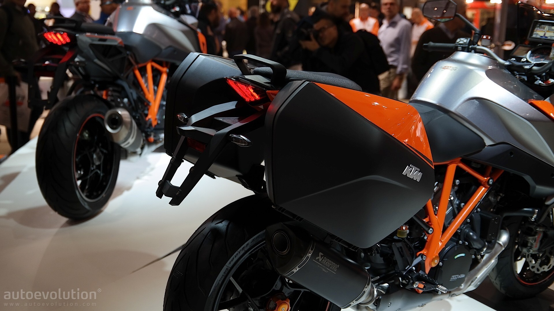 eicma 2015 ktm 1290 super duke gt is the all in one power. Black Bedroom Furniture Sets. Home Design Ideas