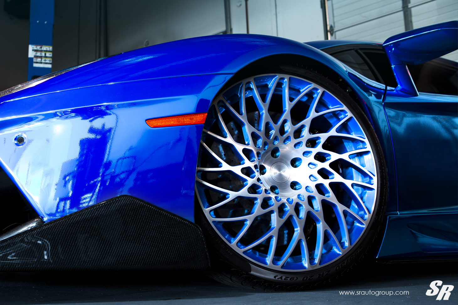 Electric Blue Aventador Gets Outrageous Pur Disc Style