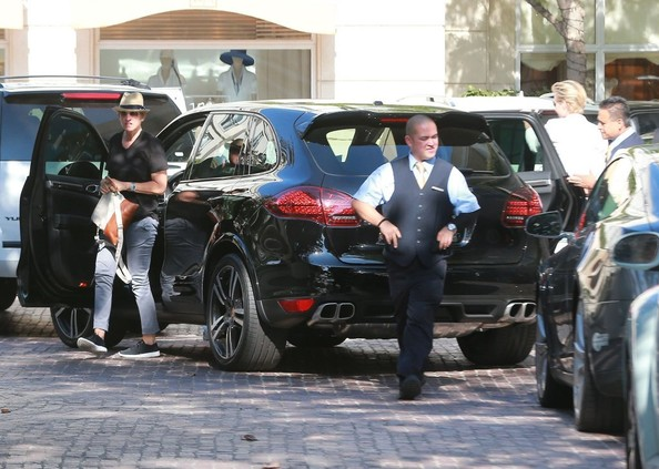 Ellen Degeneres Drives New Porsche Cayenne Celebrating