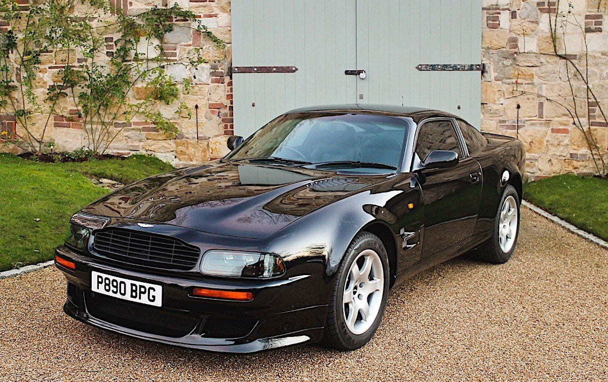 elton john 39 s 1997 aston martin v8 vantage heads for race retro classic car sale autoevolution. Black Bedroom Furniture Sets. Home Design Ideas