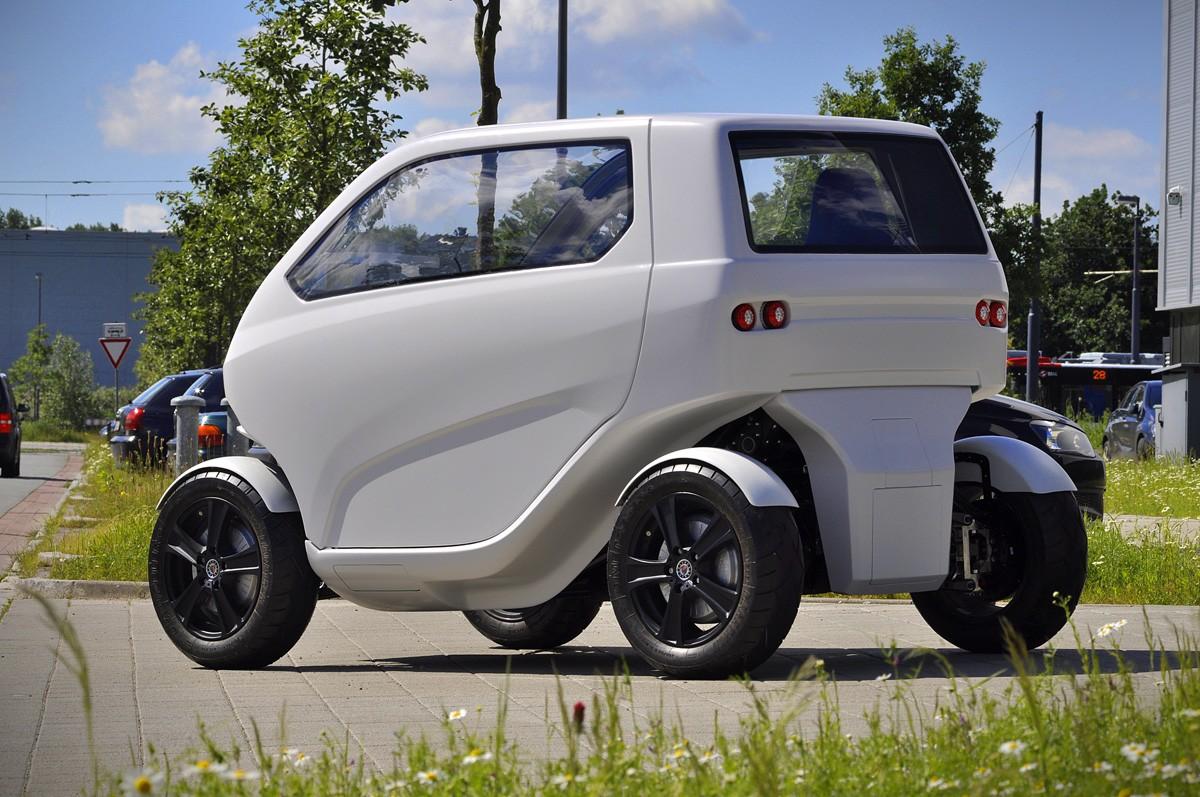 eo smart city car is an ev ballerina capable of parking. Black Bedroom Furniture Sets. Home Design Ideas