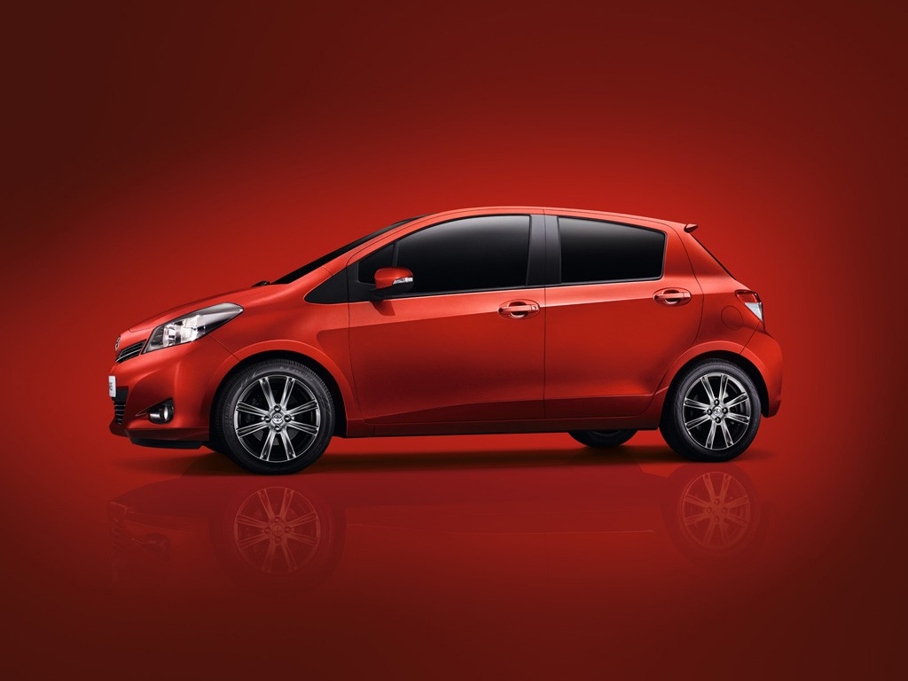 2012 toyota yaris priced from under gbp12 000 autoevolution. Black Bedroom Furniture Sets. Home Design Ideas